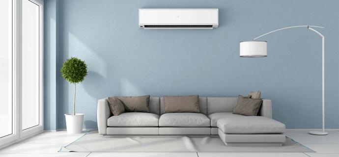 Стильный интерьер с лампой и диваном