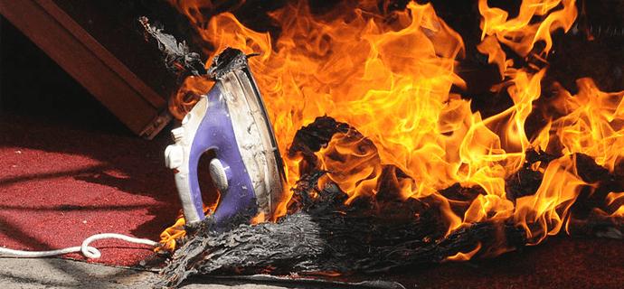 Пожар и плавящийся утюг