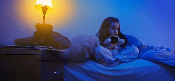 Девочка проснулась ночью