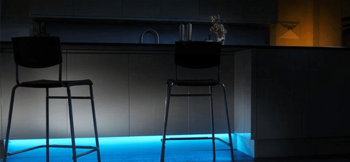 Голубая подсветка на кухне