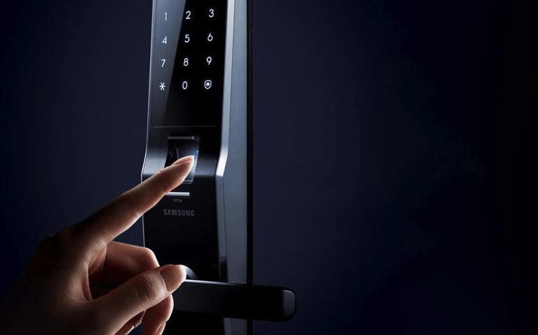 Биометрический и кодовый замок Samsung