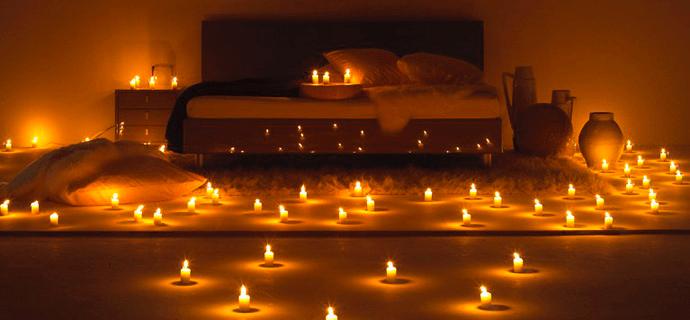 Спальня в свечах для романтического вечера